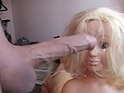 Видео девушка в юбке без трусиков нагнулась нагнулась