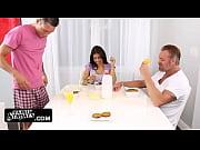 Мать показывает сыну и дочке как нужно ебаться
