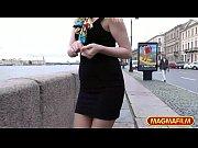 Девушка засунула руку в киску видео