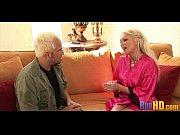 Порно видео где мужчина трахаеца с женщиной