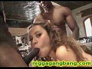 секс в запертой душевой кабинке