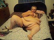 женщина трахает страпоном парня онлайн видео