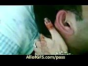 Парень трахает девушку с дилдо в попе