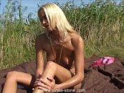 блондинка делает минет видео