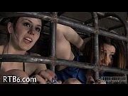 Девка эротическим массажем мужика порно