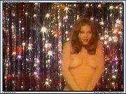 Женщины мастурбируют на порно видео скрытая камера