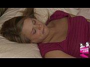 Сын возбудился и трахнул мать раком брат зашел к сестре в спальню и