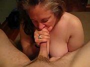 Сочная тетка сосет и трахает пацана