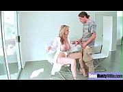 секс с аппетитной грудастой девушкой в душе видео