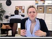 Голая мама пришла с работы и начла передеваца секс
