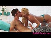 смотреть онлайн порно голая телочка перед веб камерой