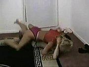 Фото красавица с волосатой писей раздвигает ноги