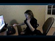 Видео где девушка себя ласкает