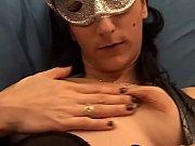 мужик тискает красивую грудь девушки