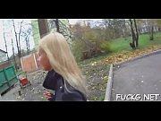 видео девушка растягивает писюн