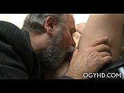 Зрелый мужик трахнул парня в жопу геи