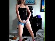 chica bailando mueve esa nalga