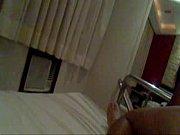 Женщина подмывается в тазике видео