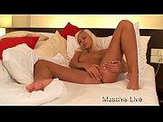 Blonde Natalie beim Masturbieren