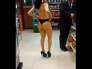 duas rabudas peladas no supermercado