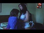 видео мужик сосет у женщины
