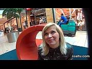 видео жена в присутствии мужа ебеться с парнями