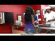 лизнул волосатую пизду женщины через трусики смотреть