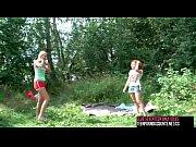 Красивые девушки трахаются с гиганскими хуями