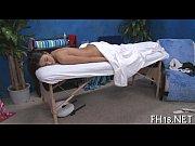 порно онлайн русская девушка мастурбируеи в ванной тюбиком от дезодоранта
