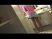 Девушка извращенка играет сама с собой