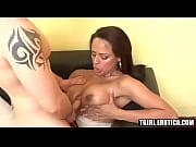 Порно мама с дочкой ебут одного мужика