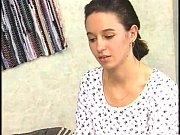 русская мама учит дочку трахаться видео