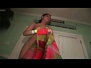 Видео красотка госпажа засавляет своего раба лизать себе ноги