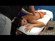 Piger der sprøjter massage nøgen