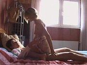 casal amdor experimentando um sexo anal.