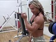 klaudia larson-gym pose