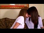 видео как девушка писиет на диван