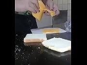 violaci&oacute_n a un sandwich mientras mi primo se.