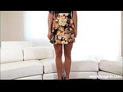 Девушка в короткой юбке присела видео