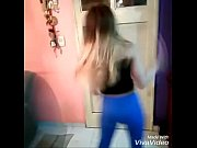 pendeja moviendo el orto (bailando candy.
