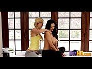 секс видео один послушный раб и две госпожи