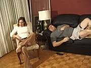 Порно дочка подсматривает за мамой как та себя ласкает