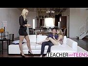 Порно видео зрелых мамаш учит свою дочь