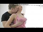 муж смотрит на пизду открывает губы