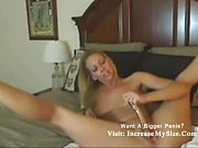 cougar blond babe fucking her self.