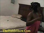 Женщина и мужчина мастурбируют напротив друга