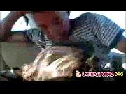 Chilenos hacen una org&iacute_a con una puta en el carro