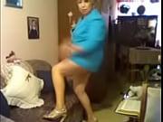 мега-порно зрелая женщина показывает стриптиз