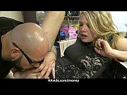 Девка лижет очко мужикам ануслинг