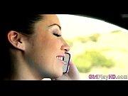 девушке суют язык в пизду